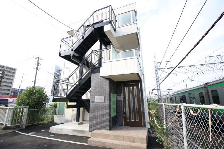 横浜駅の賃貸:【窓外を流れる川音に耳を傾けて。】