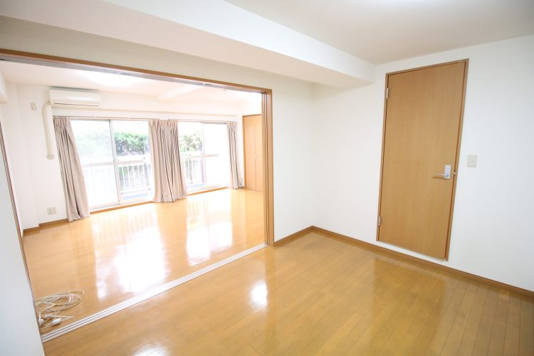 池尻大橋駅の賃貸:【壁一面の窓。】