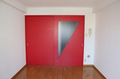 中目黒駅の賃貸:【赤い扉に彩りを。】